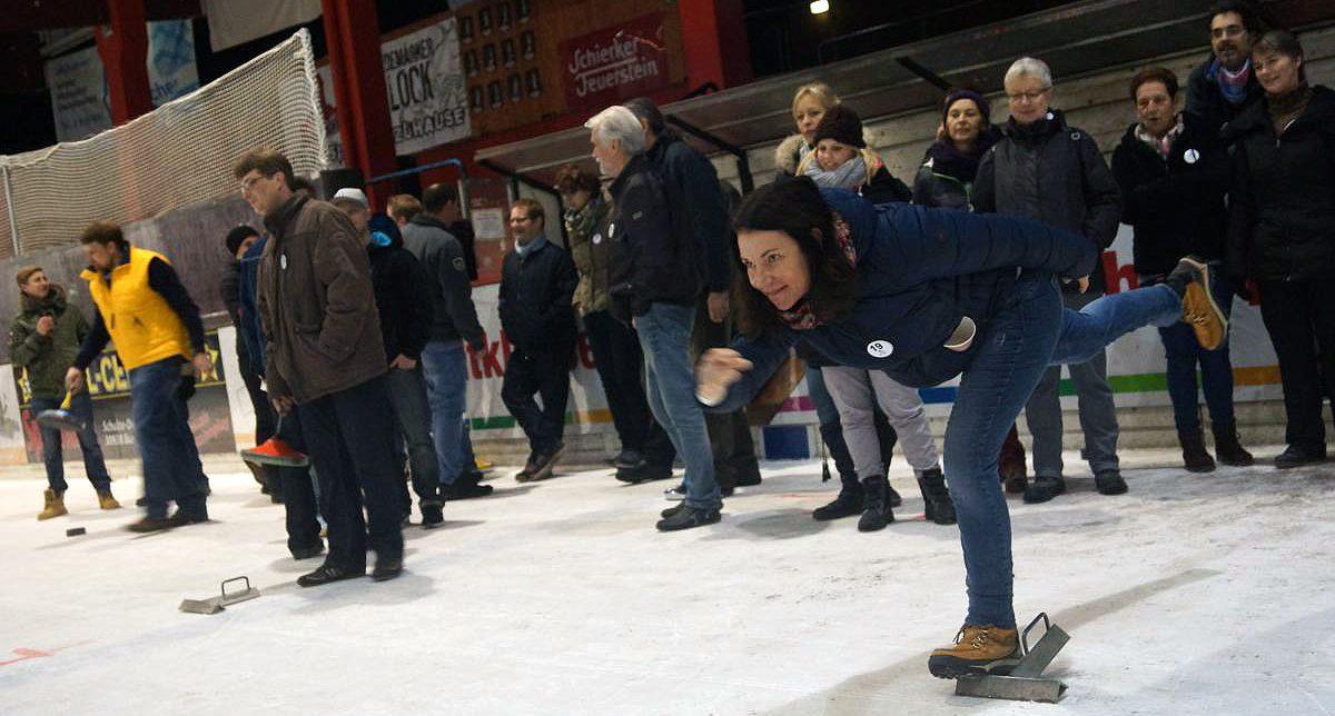 """Eisstockschießen - Erleben Sie den enormen Spaß-Faktor! - Das Original! Mit """"All Inclusive Paket"""" - Nur im Eisstadion Mellendorf!"""